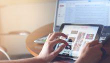 SocialMedia Ads - Tablet user