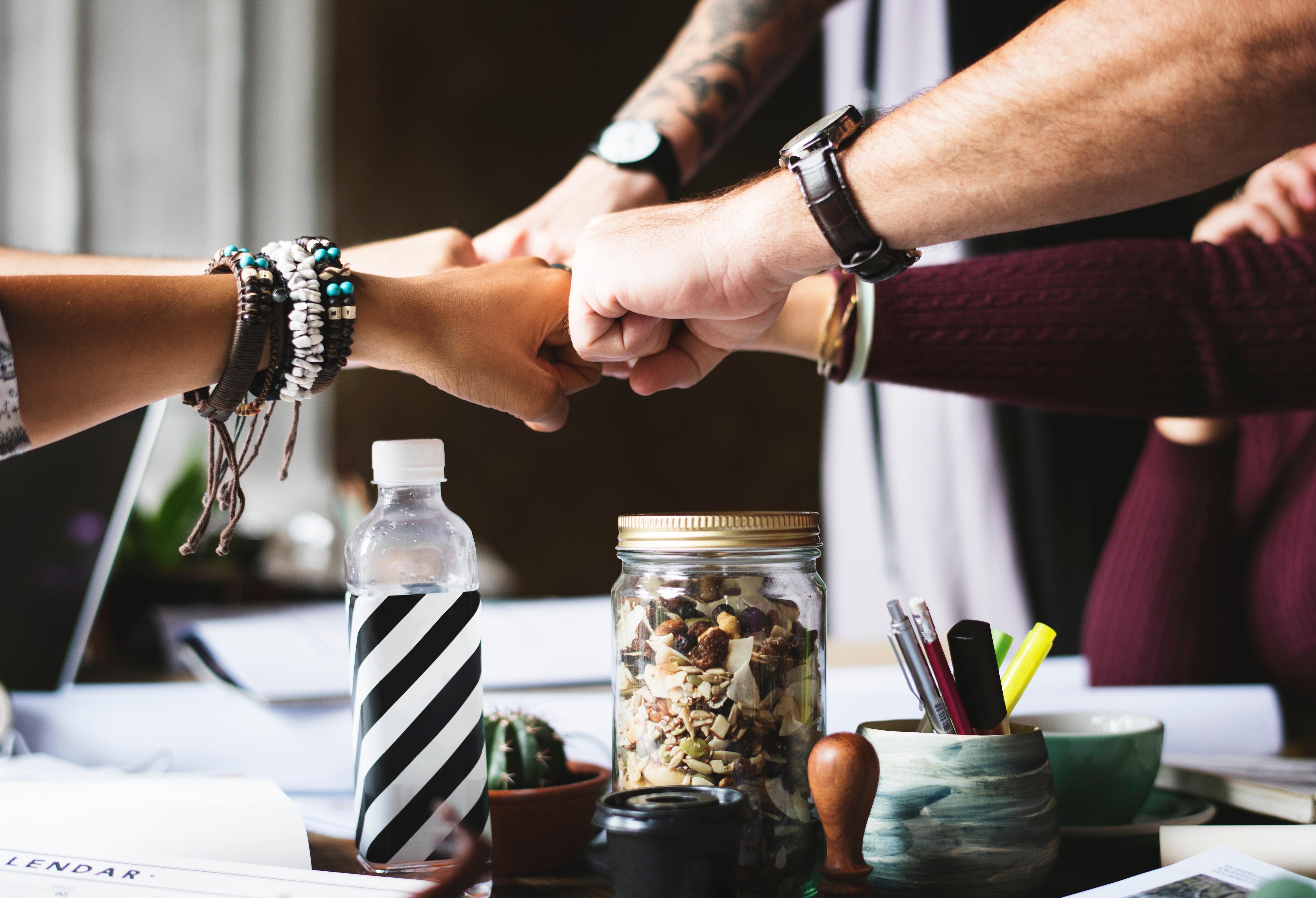 Interne Kommunikation hilft dabei große Mengen an Informationen möglichst effizient aufzunehmen und im Sinne des Unternehmens zu nutzen.